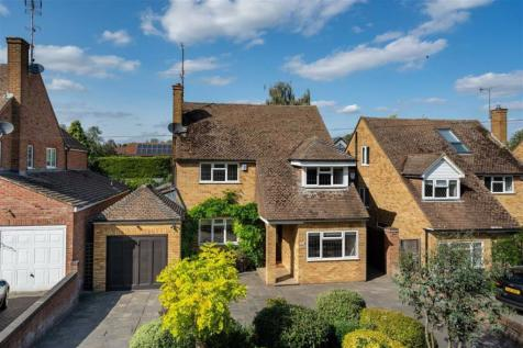 Sandpit Lane, St. Albans, Hertfordshire. 5 bedroom detached house