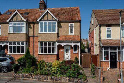 Breakspear Avenue, St. Albans, Hertfordshire. 4 bedroom semi-detached house