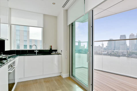 Arora Tower, Waterview Drive, Greenwich. 3 bedroom apartment