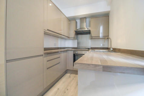 Uxbridge Road, Ealing Broadway, Ealing, London, W13. 1 bedroom flat