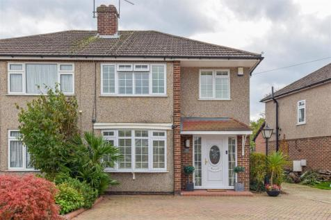 Montayne Road, Cheshunt, Waltham Cross. 3 bedroom semi-detached house for sale