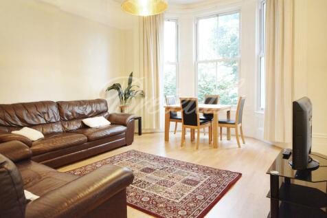 Sinclair Gardens, London, W14. 2 bedroom apartment
