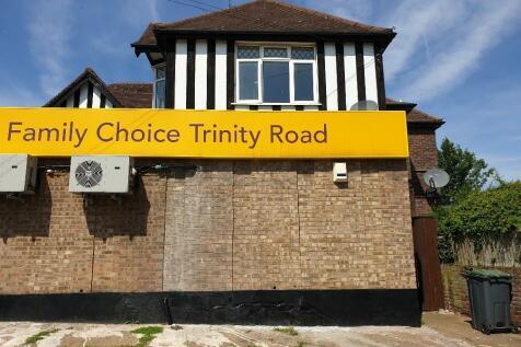 Flat 1 - Trinity Road, Luton, Bedfordshire, LU3. 1 bedroom flat