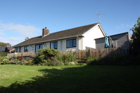 Newcastle Emlyn. 3 bedroom detached bungalow for sale