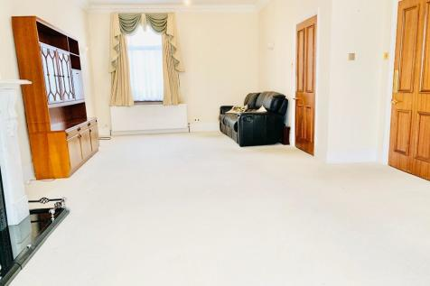 St. Marks Road, London, EN1. 5 bedroom terraced house