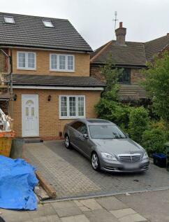 Kingsley Road, Chigwell, Essex, IG6. 5 bedroom end of terrace house