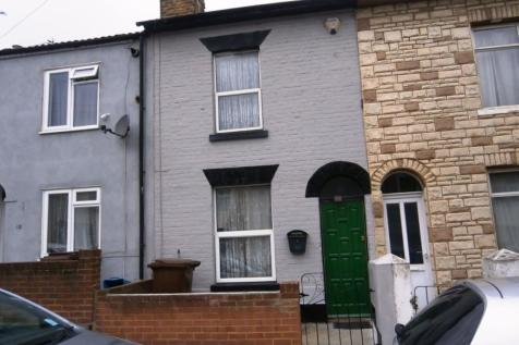 GARDINER STREET. 2 bedroom terraced house