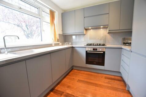 Scotts Avenue, Bromley, BR2. 5 bedroom detached house