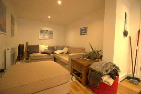 Huron Road SW17. 2 bedroom flat