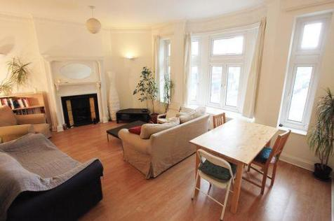 Chasefield Road. 3 bedroom flat