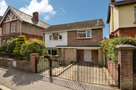 Victoria Road, Salisbury.                        ** VIDEO TOUR **. 3 bedroom detached house for sale