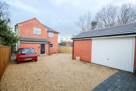 Preston Road, Yeovil, Somerset NEW BUILD, HUGE REAR GARDEN!. 4 bedroom detached house for sale