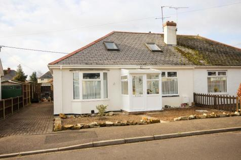 Danielsfield Road, Yeovil, Somerset SOUTH / WEST FACING GARDEN. 4/5 BEDROOMS. 5 bedroom semi-detached house for sale
