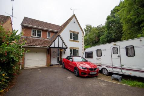 Shelley Close, Yeovil, Somerset VIDEO TOUR AVAILABLE!. 4 bedroom detached house