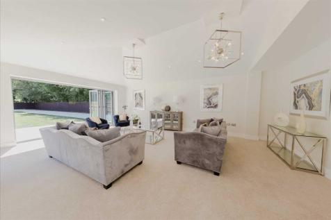 The Green, Woughton On The Green, Milton Keynes. 5 bedroom detached house