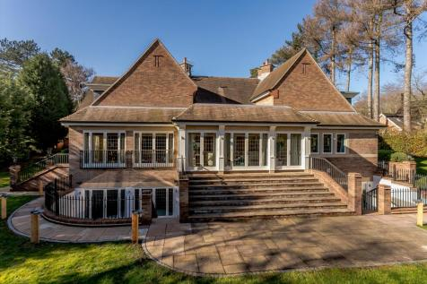 8 The Orchards, Four Oaks Estate, Sutton Coldfield, West Midlands, B74. 5 bedroom detached house