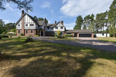 Greensforge Lane, Stourbridge, West Midlands, DY7. 6 bedroom detached house