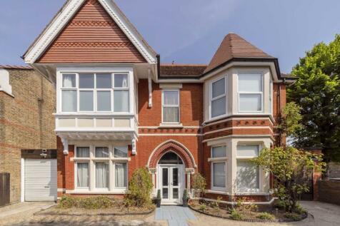 Gordon Road, West Ealing. 6 bedroom house