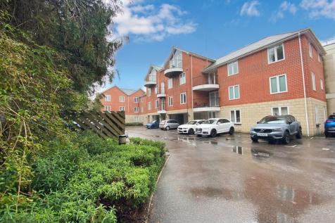Ashley Cross, Poole, Dorset, BH14. 2 bedroom apartment for sale
