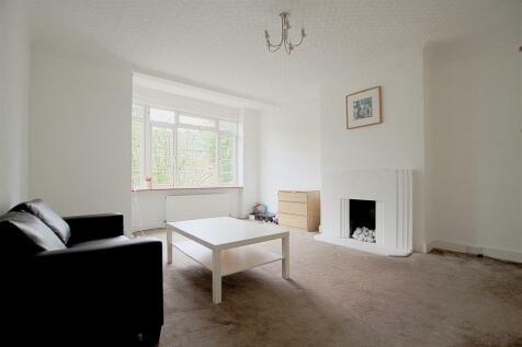 Argyle Road, Ealing. 4 bedroom flat