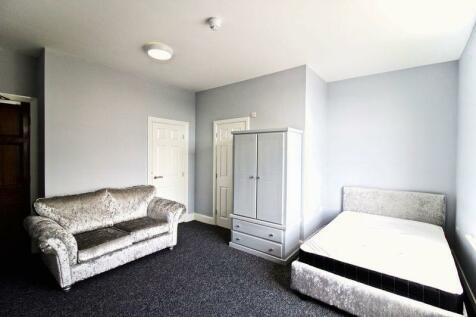 New North Road, Huddersfield. Studio flat