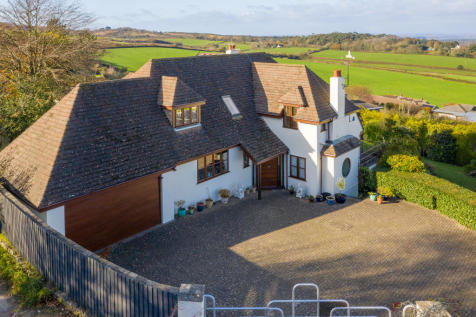 THE GLEBE, STUDLAND. 5 bedroom detached house