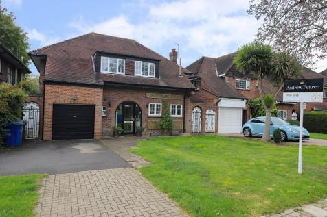 Cuckoo Hill Drive, Pinner. 4 bedroom detached house
