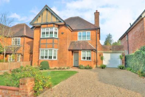 West End Avenue, Pinner. 4 bedroom detached house for sale