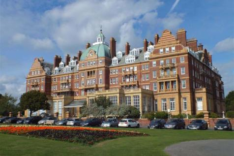 The Metropole, The Leas, Folkestone, Kent, CT20. 3 bedroom flat