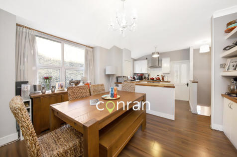 Bramshot Avenue, Charlton, SE7. 2 bedroom apartment