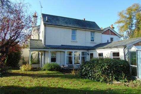Crescent Road, Reading, Berkshire. 2 bedroom semi-detached house