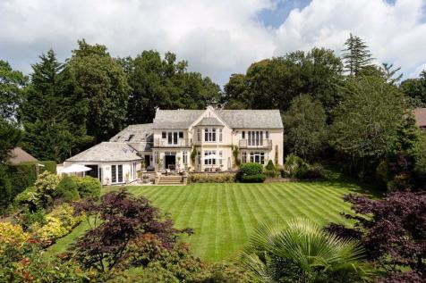 Stunning lakeside house. 6 bedroom detached house