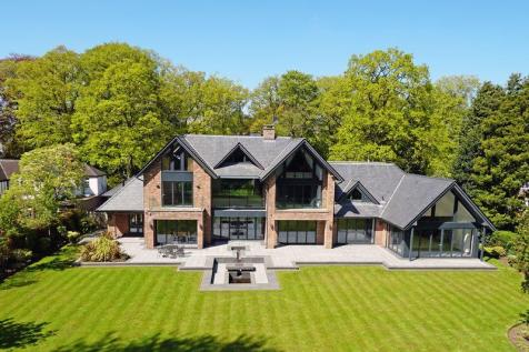 Fabulous contemporary house in beautiful one acre garden on Leycester Road, Knutsford. 6 bedroom detached house