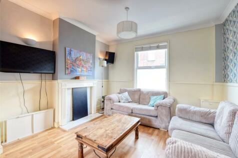 Victoria Street, Barnstaple, EX32. 3 bedroom terraced house for sale
