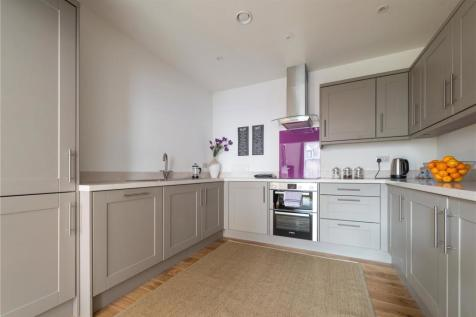 Tuns Lane, Henley-on-Thames, Oxfordshire, RG9. 2 bedroom duplex