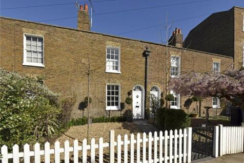 Kings Road, Windsor, Berkshire, SL4. 2 bedroom terraced house