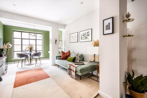 Osborn Street, London. 3 bedroom flat for sale