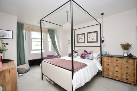 Saunders Road London SE18. 4 bedroom terraced house