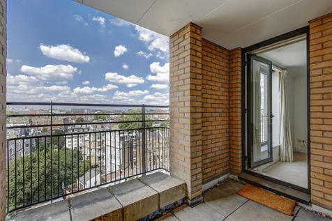 Point West, Cromwell Road, Kensington. 1 bedroom apartment