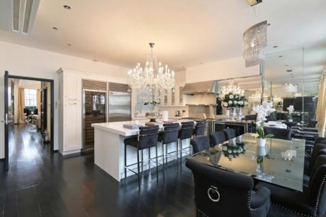 Dunraven Street, Mayfair W1. 2 bedroom apartment