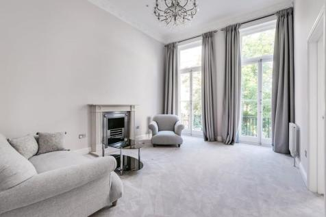 Nevern Square, Earls Court, SW5. 2 bedroom apartment