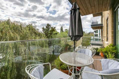 Provenance House, 8 Kew Bridge Road, Brentford, TW8. 3 bedroom apartment