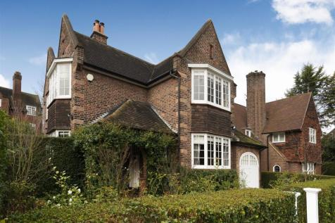 Thornton Way, NW11. 3 bedroom detached house