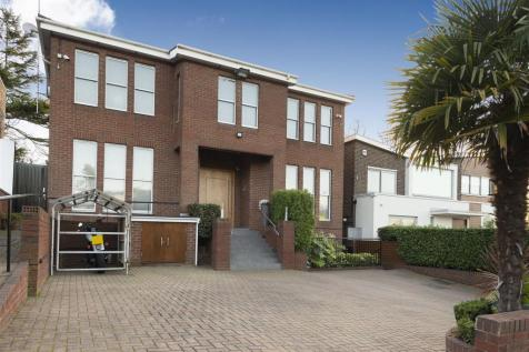 Golders Park Close, NW11. 6 bedroom detached house for sale
