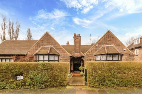 Wellgarth Road, NW11. 4 bedroom detached house for sale