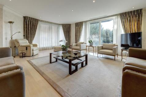 West Heath Place, NW11. 3 bedroom apartment for sale