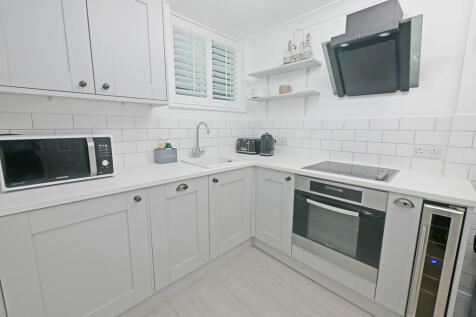 St. Marys Road. 1 bedroom apartment