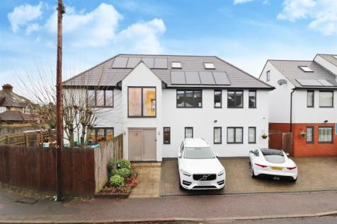 Oxford Avenue, St. Albans. 5 bedroom detached house for sale