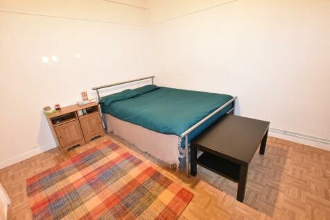 White City Estate, London, W12. 1 bedroom flat share