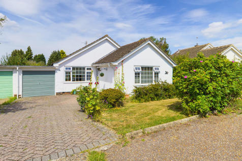 Morrell Avenue, Horsham. 2 bedroom detached bungalow